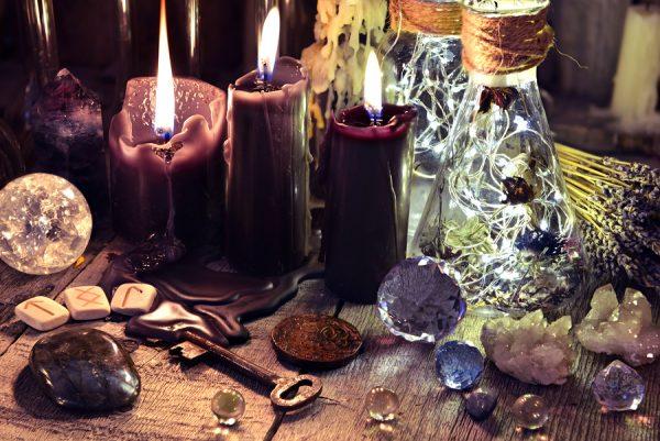 cristales, runas y velas
