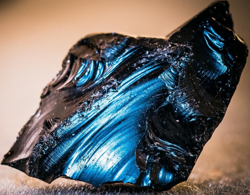 poderes de los cristales negros de obsidiana