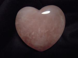 poderes de los cristales de cuarzo rosa