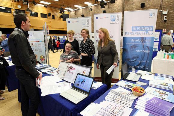 Open University se comunica
